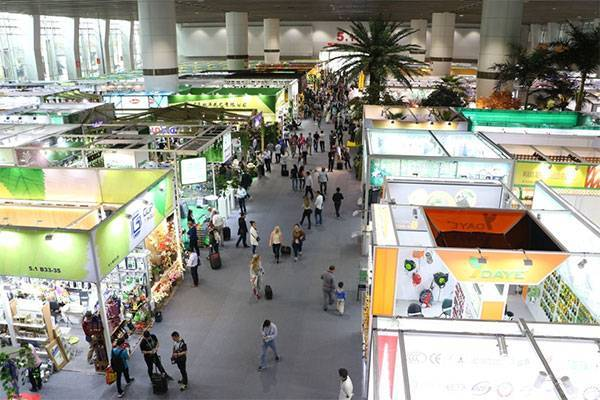 Amazing! Customers Pay Cash to Order Rayson's New Products at Canton Fair!