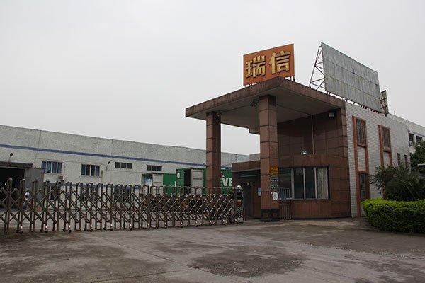 工場のゲート