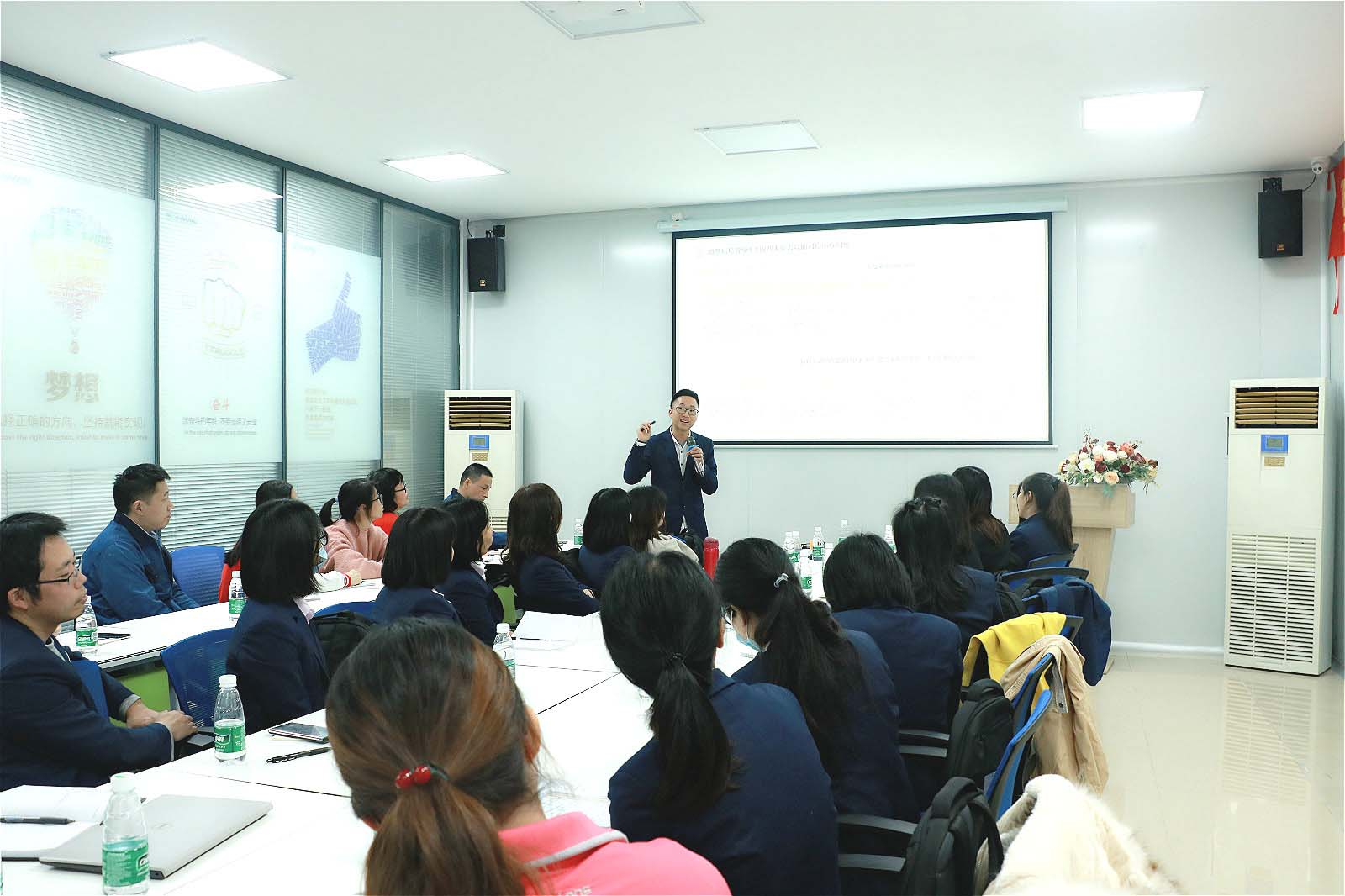 news-Rayson non woven company held sales incentive meeting-rayson nonwoven,ruixin,enviro-img-1