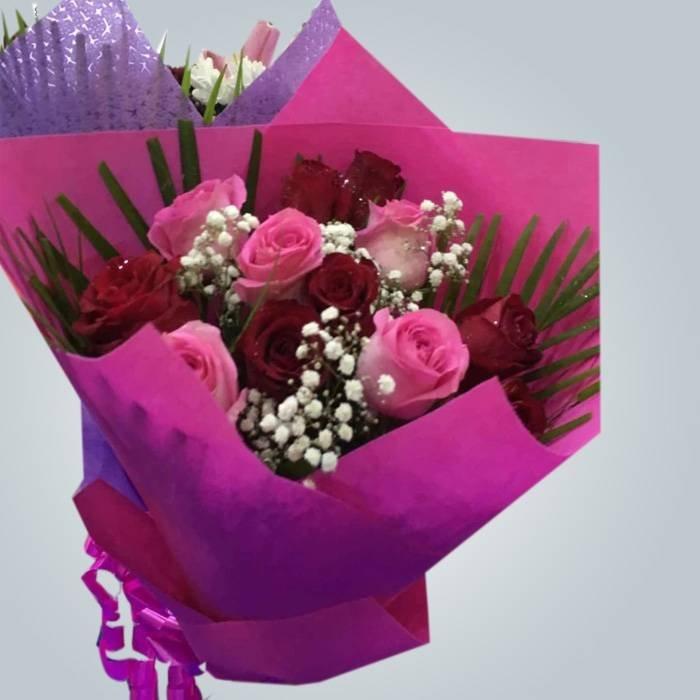 Púrpura spunbond no tejida ampliamente utilizado en el embalaje de flores en UAB